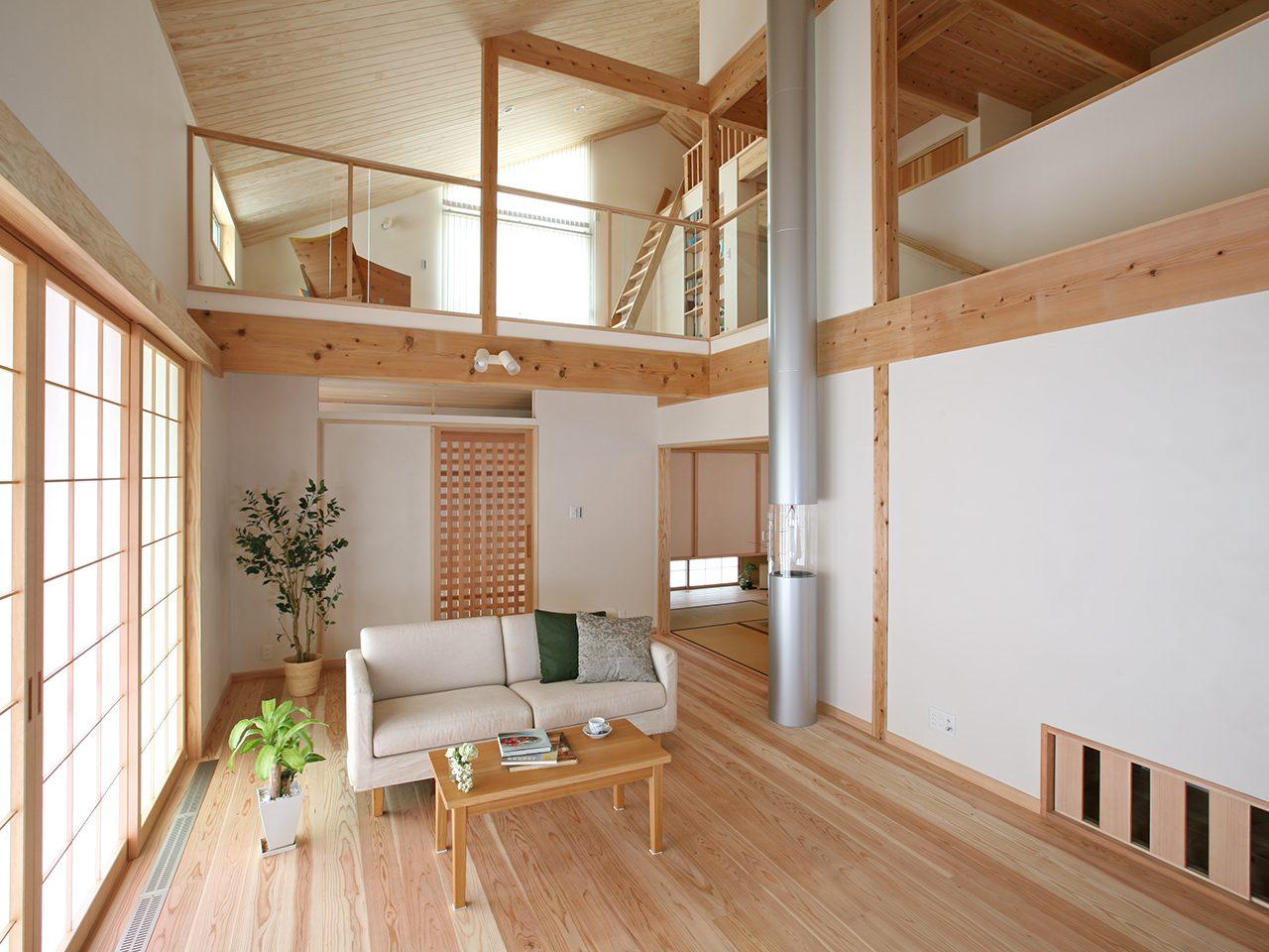 自然素材と太陽熱で床暖房、エコで気持ちの良い家。